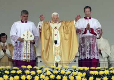 Resultado de imagem para PAPA BENTO XVI em fátima